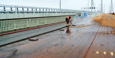 REMOVAL OF TAR EPOXY FROM STEEL ECK TACITUS BRIDGE RIJKSWEG A50 EWIJK